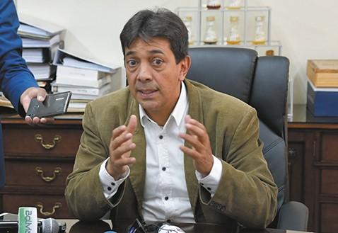 Gobierno-denuncia-desvio-de-Bs100-millones-en-YPFB