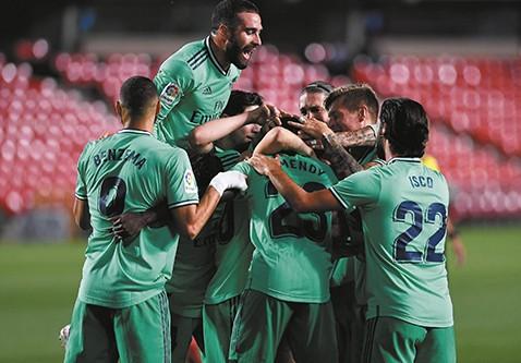 Real-Madrid-vence-a-Granada-y-este-jueves-podria-coronarse-campeon