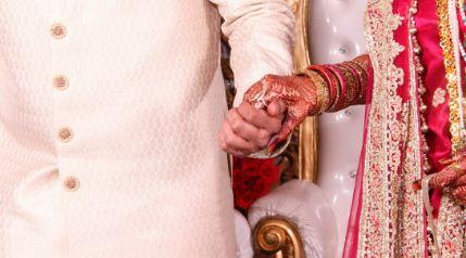 Un hombre muere dos días después de celebrar su boda, en la que al menos 113 personas se contagiaron de coronavirus