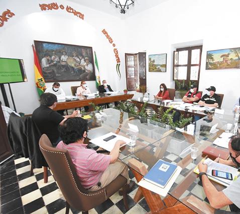 La 'Gran Santa Cruz' convocan a cuatro ministros de Estado