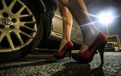 Policia-aprehende-a-un-hombre-que-ofrecia--ayuda-economica--a-mujeres-con-fines-ilicitos
