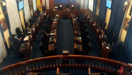 Senado-aprueba--Ley-de-Arraigo--que-obligara-a-autoridades-a-quedarse-en-el-pais-tras-su-mandato