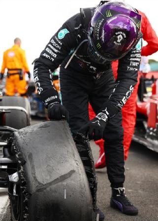 Hamilton-gana-el-GP-con-un-neumatico-pinchado