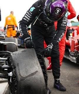 Lewis-Hamilton,-tras-ganar-el-GP-de-Gran-Bretana-con-un-neumatico-pinchado:--Casi-se-me-para-el-corazon-