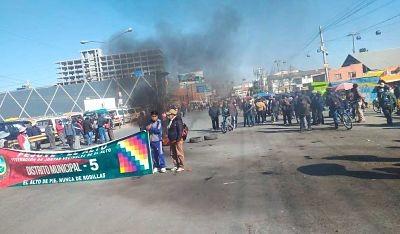 La-Paz:-Reportan-mas-de-una-decena-de-puntos-de-bloqueo;-camino-a-Oruro-esta-interrumpido
