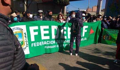 Protesta-de-padres-en-El-Alto-exige-renuncia-de-Cardenas-y-reiniciar-clases-con-bioseguridad