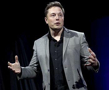 La respuesta de Elon Musk a las palabras de Bill Gates de que los camiones eléctricos 'probablemente nunca' funcionarán