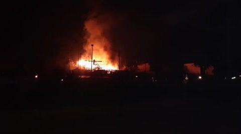Una-vela-provoca-incendio-de-dos-casas-en-Riberalta