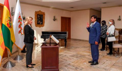 Tras-polemica-con-Cabrera,-Ánez-posesiona-a-nuevo-Procurador-del-Estado