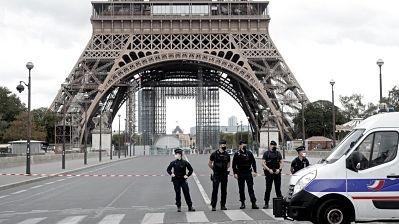 Evacuan-la-Torre-Eiffel-tras-una-amenaza-de-bomba
