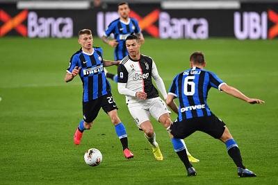 Inter-recibe-a-Juventus-en-el-derbi-italiano