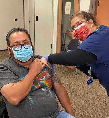 'Vaxxie', la moda de tomarse una selfie mientras te vacunan contra el Covid