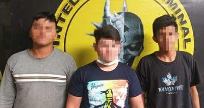 Arrestan a lavadores de auto por hacer un Tik tok dentro de una patrulla policial