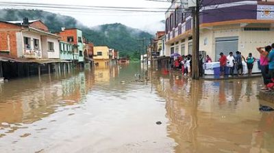Defensa Civil sube a 15 mil el número de familias damnificadas y afectadas por inundaciones