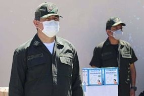 Entregan-material-de-bioseguridad-a-la-Policia-de-Santa-Cruz