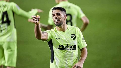 Con-un-doblete-de-Suarez,-el-Atletico-Madrid-se-afianza-en-la-cima