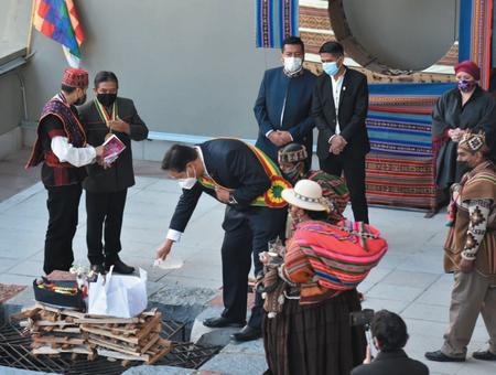 Ritos ancestrales en el Día del Estado Plurinacional