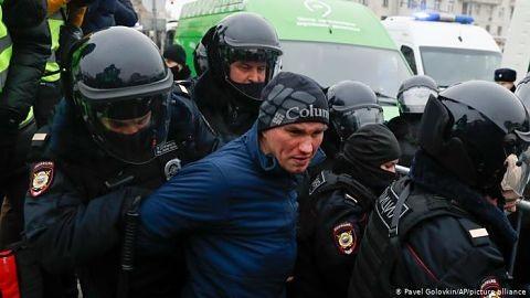 Decenas-de-personas-detenidas-en-protestas-en-apoyo-a-Navalny-en-Rusia