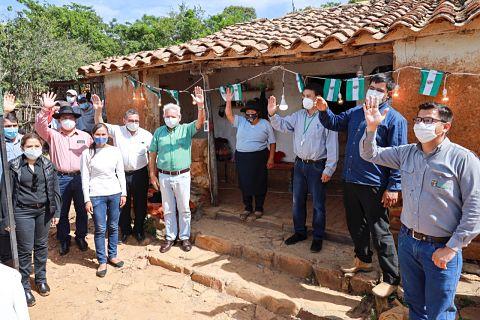 Rubén entregó sistema de electrificación e inició apertura de caminos en Vallegrande