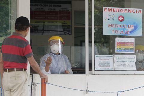 Bajas de personal médico se disparan por Covid-19