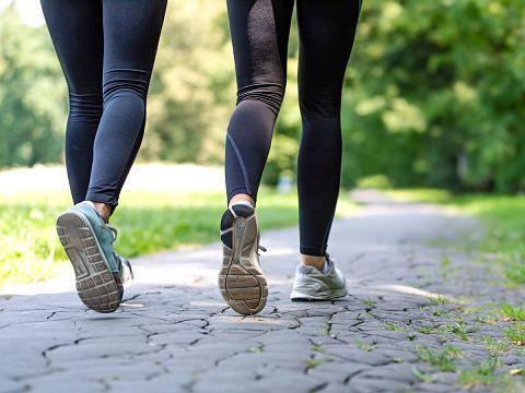 Cuál es la receta para quemar más calorías al caminar