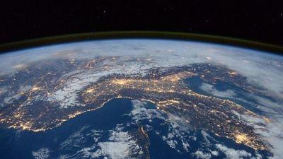 -Un-asteroide-del-tamano-de-un-estadio-se-acerca-a-la-Tierra