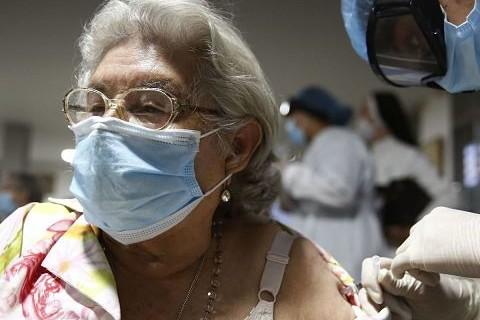Vacuna-Pfizer-reduce-muertes--en-72%-tras-la-primera-dosis