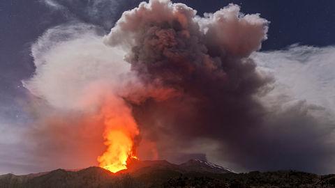 El volcán Etna no da tregua y registra su sexta erupción en ocho días