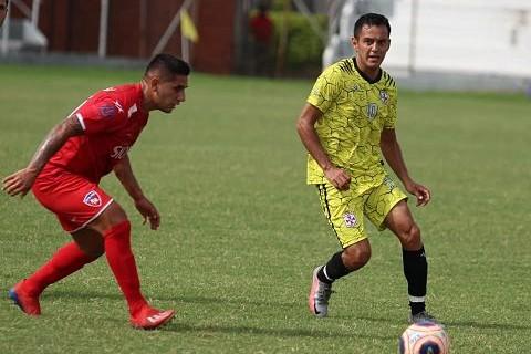 Real-Santa-Cruz-se-mide-ante-Nacional-antes-de-su-debut-en-el-torneo
