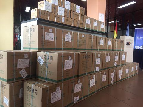 Llega a Bolivia nuevo lote de medicamentos para combatir el COVID-19