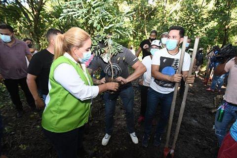 Reforestan-el-Botanico-y-200-gendarmes-realizan-vigilancia-permanente