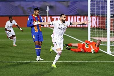 Real-Madrid-vence-a-Barcelona-y-alcanza-la-cima-del-torneo-espanol