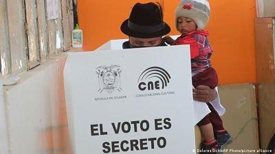 Peru-y-Ecuador-abren-urnas-para-elegir-presidente