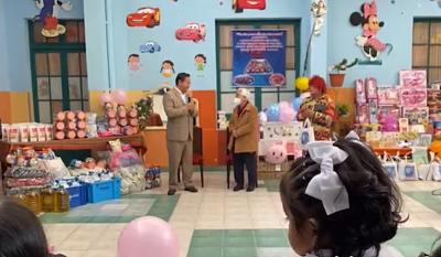 Arce-conmemora-el-Dia-del-Nino-con-entrega-de-alimentos-y-juguetes-al-Hogar-Carlos-de-Villegas