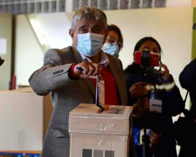Legislador-del-MAS-dice-que-es--indignante--que-Ivan-Arias-mande-a-callar-a-Evo-Morales