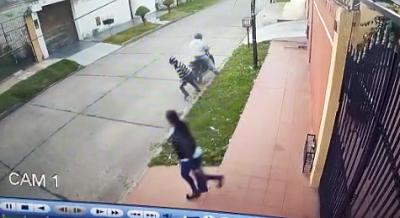 Mujer-evita-asalto-y-deja-parado-al-delincuente-que-intento-robarle