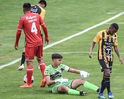 El-partido-finaliza-a-los-11-minutos:-Royal-Pari-se-presenta-con-siete-juveniles-y-cae-ante-el--Tigre--por-3-0