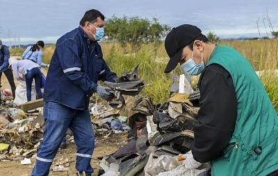 La-gobernacion-impulsa-limpieza-en-los-accesos-a-las-Lomas-de-Arena