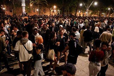 Festejos-y-descontrol-en-Espana-por-el-fin-del-estado-de-excepcion-por-coronavirus