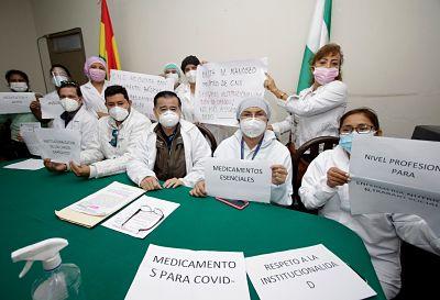 Médicos de la CNS emiten pliego petitorio y aplazan gestión de gerentes y administrativos
