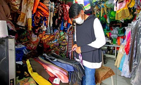 La-pandemia-esta-a-punto-de-extinguir-las-tiendas-de-trajes-en-la-Ballivian