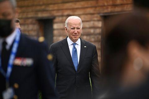 Joe-Biden-se-pierde-en-cafeteria-durante-la-G7-y-causa-risa-de-comensales