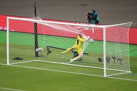 El-impresionante-gol-de-mitad-de-cancha-que-se-perfila-como-la-mejor-conquista-de-la-Eurocopa