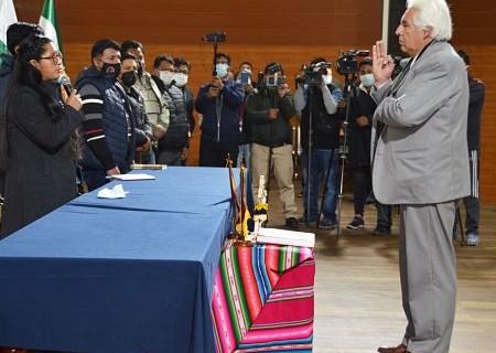 El-Alto:-Alcaldesa-Copa-posesiona-a-Saul-Calderon-como-nuevo-secretario-de-Salud