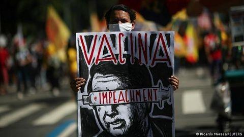 Miles-de-brasilenos-vuelven-a-las-calles-para-pedir-la-salida-de-Bolsonaro