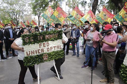 Gremiales en Santa Cruz festejaron su tercer aniversario en la plaza 24 de Septiembre