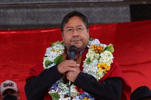 Luis Arce tras llegar a Bolivia: 'La wiphala se respeta'