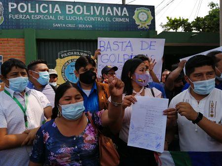Bancada del MAS denuncia a Camacho y Calvo en la Felcc por el caso wiphala