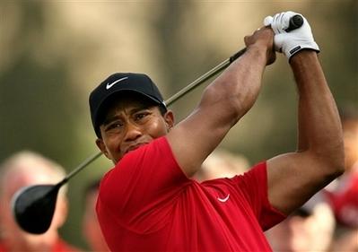 Agreden-a-Tiger-Woods-con-un-hot-dog-