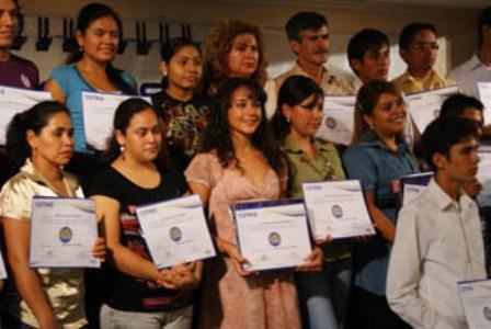 Cotas-ofrece-mas-de-850-becas-para-estudiar